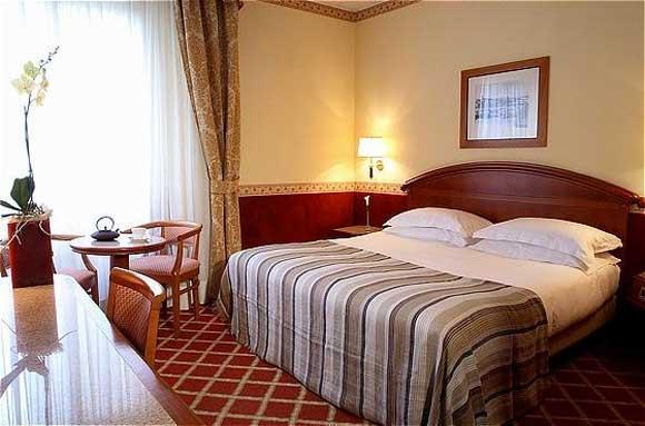 Baño General En Cama:Habitaciones – Hotel Starhotels Michelangelo Firenze, Florencia